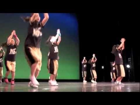 山本洋子主宰ダンススタジオpep 5ht concert Alice. 泉陽子作ストリートダンス。  Street dance piece at Dance studio pep 5th concert Alice Choreographed by Yoko Izumi.