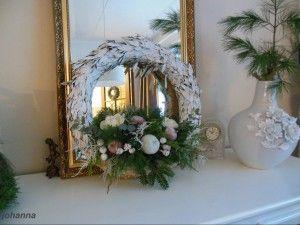 strokrans olijftakken er omheen en wit spuiten onderin de krans een stuk oasen met gaas bevestigen , en op maken voor de kerst .