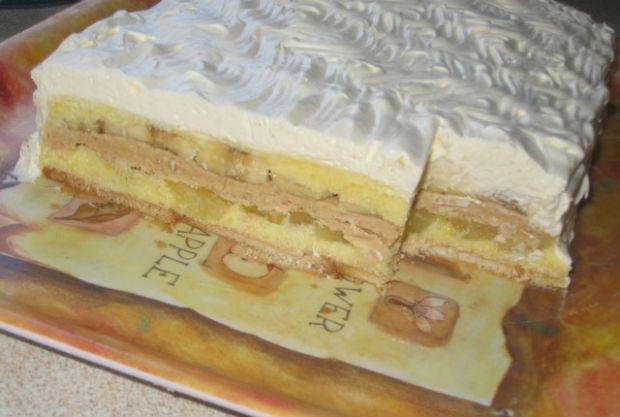 San snova torta - Potrebno je: 300 g posnog keksa (posni petit beurre) ili piškota. Za prvi fil: 1 l fante (ili drugi gazirani sok od pomorandže), 5 kašika šećera, 250 g margarina, 5 kašika prah šećera, 3 kesice pudinga od vanile, 3 veće banane. Za drugi fil: 250 g margarina, 300 g mlevenog posnog plazma keksa, 50 ml soka od pomorandže, 6 kašika prah šećera, 1 konzerva ananasa. Priprema: http://www.posnajela.rs/2015/04/san-snova-posna-torta/