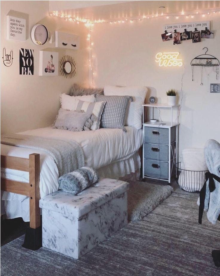 16 Ideas Para Decorar Su Dormitorio In 2020 College Bedroom Decor Dorm Room Designs College Dorm Room Decor