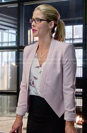 Felicity's pink blazer and floral top on Arrow.  Outfit Details: http://wornontv.net/52768/ #Arrow