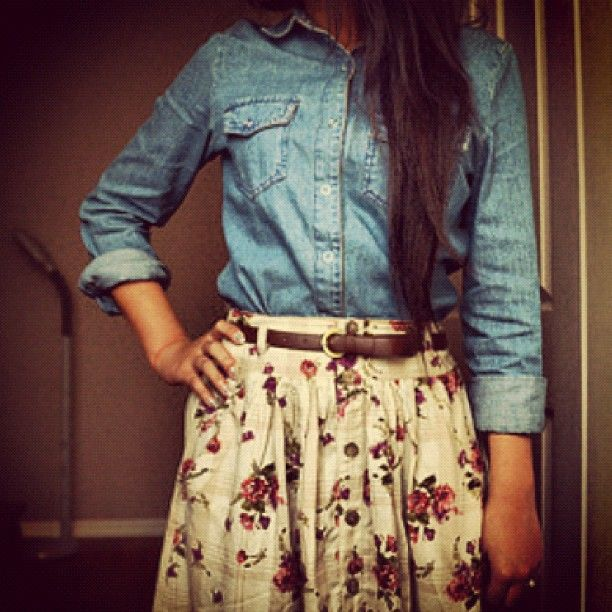 Chambray and floral skirt... This outfit needs to be worn by me... Soon!