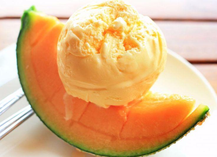 Îngheţată de pepene galben - un dulce mai parfumat și mai răcoros pentru o zi caniculară nici că există! Și se face mai ușor și mai repede decât ai crede!
