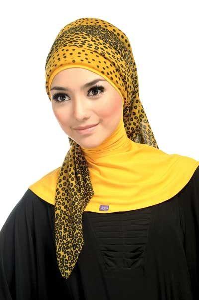 Foulard jaune Plus de modèles sur http://www.photohijab.com/foulards/