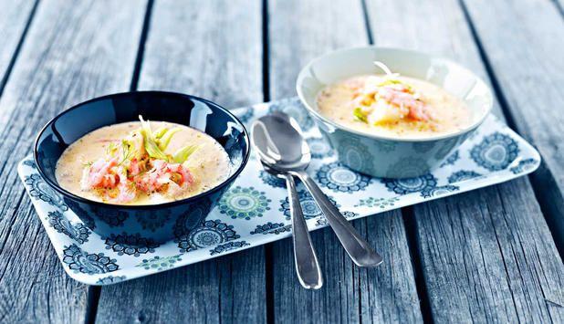 Es wird langsam kälter und Wintergefühle kommen auf. Eine heiße Fischsuppe mit etwas Schärfe bringt da besonders gute Laune und Wärme. 1-2-3 und das Essen ist auf dem Tisch.