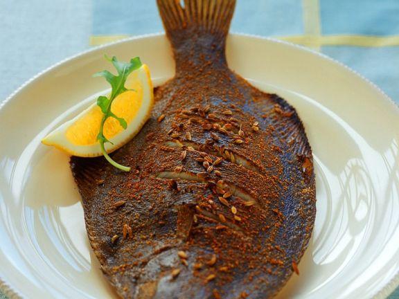 Gegrillte Flunder ist ein Rezept mit frischen Zutaten aus der Kategorie Meerwasserfisch. Probieren Sie dieses und weitere Rezepte von EAT SMARTER!
