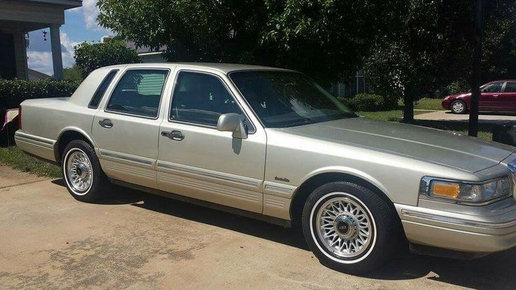 1997 Lincoln Town Car Series with only 38,000 miles. My personal car. Owner Luigi Rodriguez.