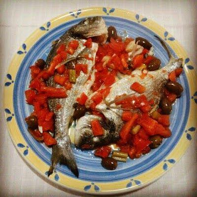 250 calorie a porzione  Preparazione 10 min. Cottura 40 min.       Il branzino (o spigola) e l'orata sono pesci di mare famosi per le loro c...