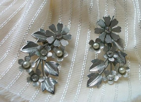 EarringsVintage earringsLeaf design earringCoro by picsoflive, $17.00
