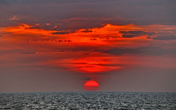 TRAMONTO ROSSO ALLE HAWAII