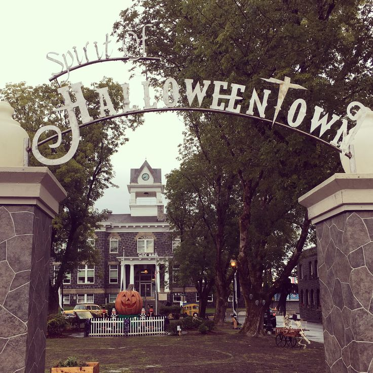 Halloweentown is St. Helens, Oregon!