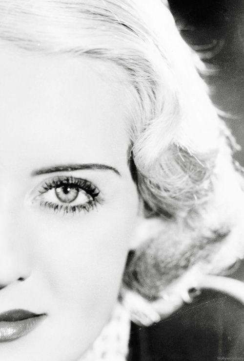 Bette Davis. Oooh! Nice lighting and sharp on the eye!