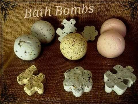 Ευωδιαστές BathBombs (Βόμβες Οξυγόνου).   Κάνετε ένα δώρο αναζωογόνησης στον εαυτό σας.  Γεμίστε στην μπανιέρα σας (μη ρίξετε αφρόλουτρο), ρίξτε τις Βόμβες Οξυγόνου με τα μεθυστικά αρώματα γιασεμιού, λεβάντας, κανέλας, περγαμόντου, βανίλιας, καρύδας, τριαντάφυλλου και ότι άλλο φανταστείτε....και αφεθείτε σε ένα χαλαρωτικό μπάνιο.  Οι Βόμβες θ' απελευθερώσουν αρωματικό τσάι Ινδονησίας, ροδοπέταλα, άνθη λεβάντας και αλατι Ιμαλαίων και θα ξεκουρασουν το σώμα σας ενώ θα σας χαρίσουν ενυδάτωση…