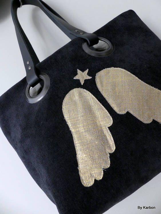sac cabas PM en velours noir avec ailes d'ange de la boutique bykarbon sur Etsy
