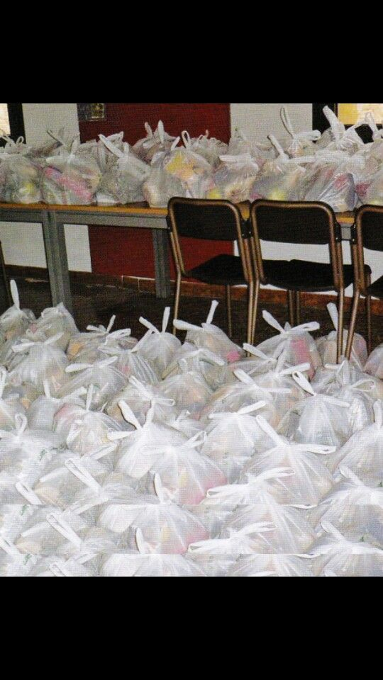 Donare cibo quotidiano a chi non puó comprarselo
