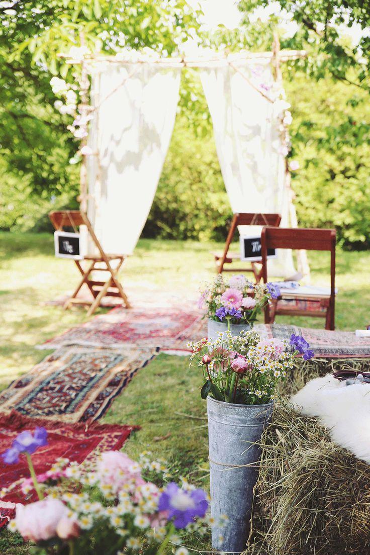 Kanten gordijnen, Perzische kleden en vrolijke bloemen. //Foto: Elise Drenthe van Lola's Events