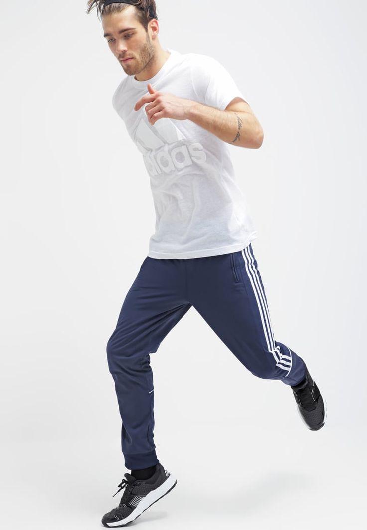 ¡Consigue este tipo de chándal de Adidas Performance ahora! Haz clic para ver los detalles. Envíos gratis a toda España. Adidas Performance CHALLENGER Pantalón de deporte collegiate navy/white: adidas Performance CHALLENGER Pantalón de deporte collegiate navy/white Ofertas   | Material exterior: 100% poliéster | Ofertas ¡Haz tu pedido   y disfruta de gastos de enví-o gratuitos! (chándal, tracksuit, sweatpants, track, sweatpant, sweat pant, chandals, chándals, comfort fit, chandal, ...