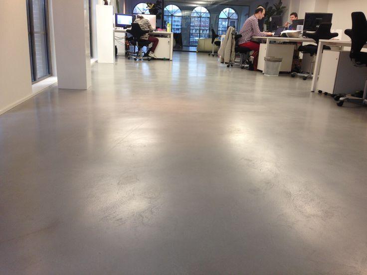 Op zoek naar een mooie én stevige #vloer? Overweeg dan eens de beton gietvloer, ideaal voor bedrijfsruimtes. Bel of check de site voor info!