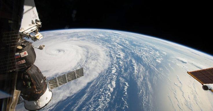 """Direto da Estação Espacial Internacional, o astronauta Randy Bresnik flagrou o supertufão Noru que atingia o Noroeste do Oceano Pacífico. """"Incrível o tamanho desse fenômeno climático. Você quase pode senti-lo mesmo 402 quilômetros acima dele"""", descreveu ele. A tempestade ocorreu no dia 1º de agosto, mas só foi divulgada pela NASA nesta quarta-feira"""