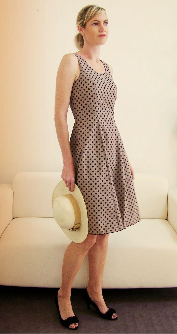 """Un """"must have"""" du style français, le patron de couture de la robe """"Cascade"""" se porte aussi bien en robe coktail qu'en tenue de ville, le modèle présenté est une cotonnade à pois. # French touch for a dress sewing pattern, here in dots cotton fabric."""