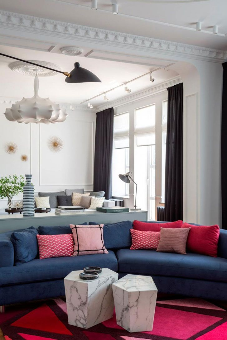 Bright modern classic apartment in Kaliningrad, Russia #interior #design #decor #decoration #idea #inspiration #cozy #style #room #home #livingroom #sofa #blue #cushions #molding #stucco