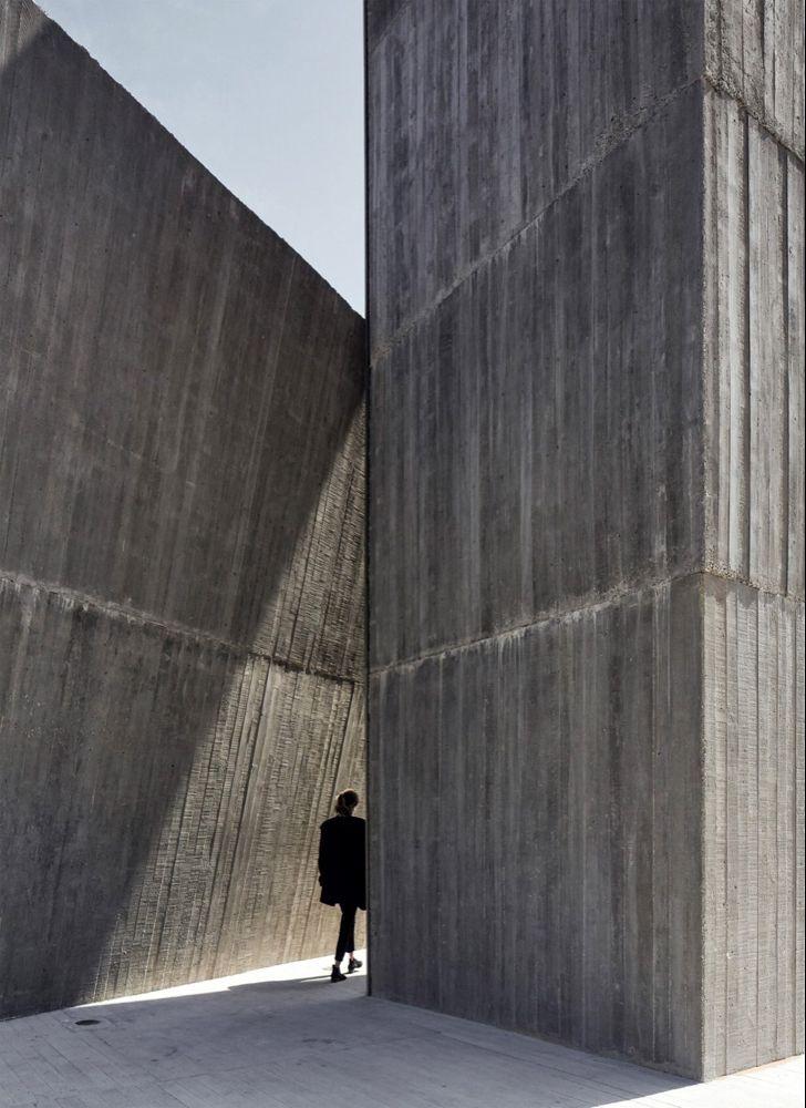 Alejandro Aravena Leans Huge Chimney Against House On Chilean Coast Concrete Concrete House Japanese Architect