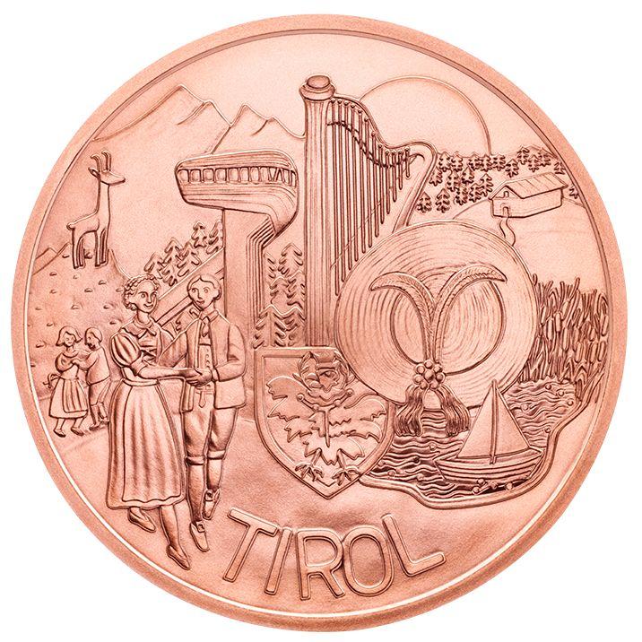 Die Münzserie Österreich aus Kinderhand zeigt auf der Tirol Münze aus Kupfer nicht nur das Siegermotiv des Münze Österreich Schülerwettbewerbs für Tirol, sondern auch das UNESCO Kulturerbe Telfer Schleicherlaufen. Die 10 Euro Münzen der Bundesländer Serie sind schon heute beliebte Sammlermünzen und sind nicht nur als Kupfer Normalprägung, sondern auch als edle Silbermünzen erhältlich. Wer eine Geschenkidee sucht, oder die Münzserie Österreich aus Kinderhand sammeln will, kann die neue Tirol…