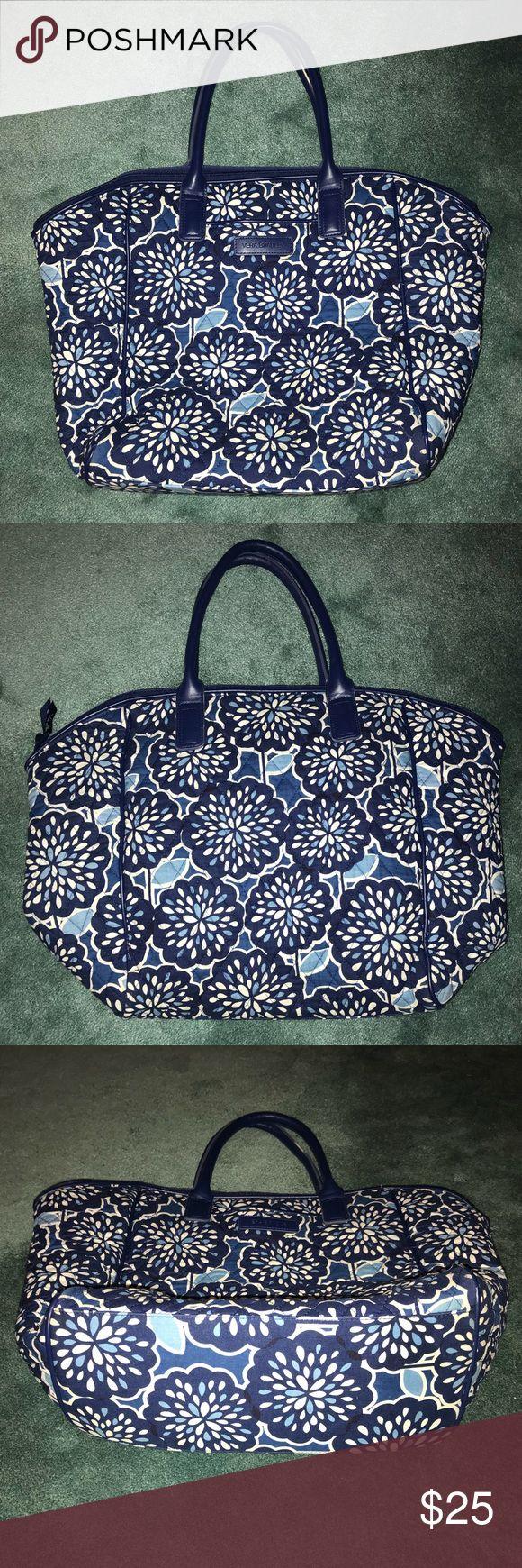 Vera Bradley Tote Bag Vera Bradley • Tote w/2 interior pouches & 1 zipper pocket • Great condition! • Reposhing to a new home 😊 Vera Bradley Bags Totes
