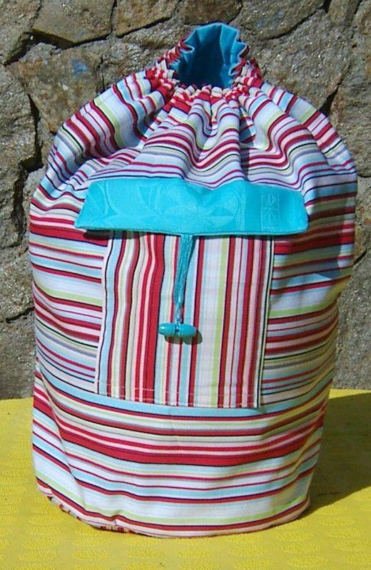 Explications détaillées pour la réalisation d'un sac marin doublé avec poche extérieure fermée. Peut se porter sur le dos ou à l'épaule. Idéal pour la balade. Pour adultes et enfants à partir de 8 ans. bonnes taille et contenance.