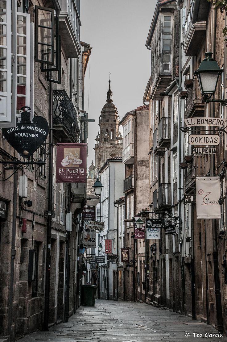 Al que madruga...No le pisan by Teo Garcia. Santiago de Compostela