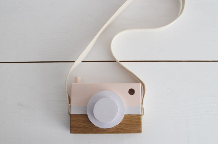pastel wooden camera by manufaktura milo