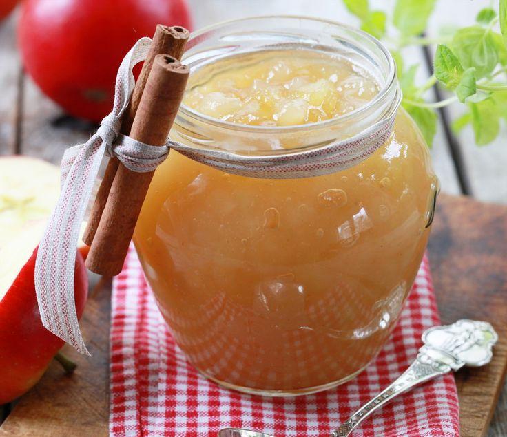 Smaksrikt syltetøy med epler, kanel, ingefær og vanilje. Du kan bruke det som pålegg på brødskiva, til kakefyll, til havregrøten eller til frokostblandingen.