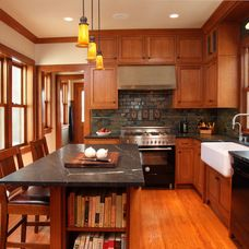 craftsman kitchen by Full Circle Construction Inc.
