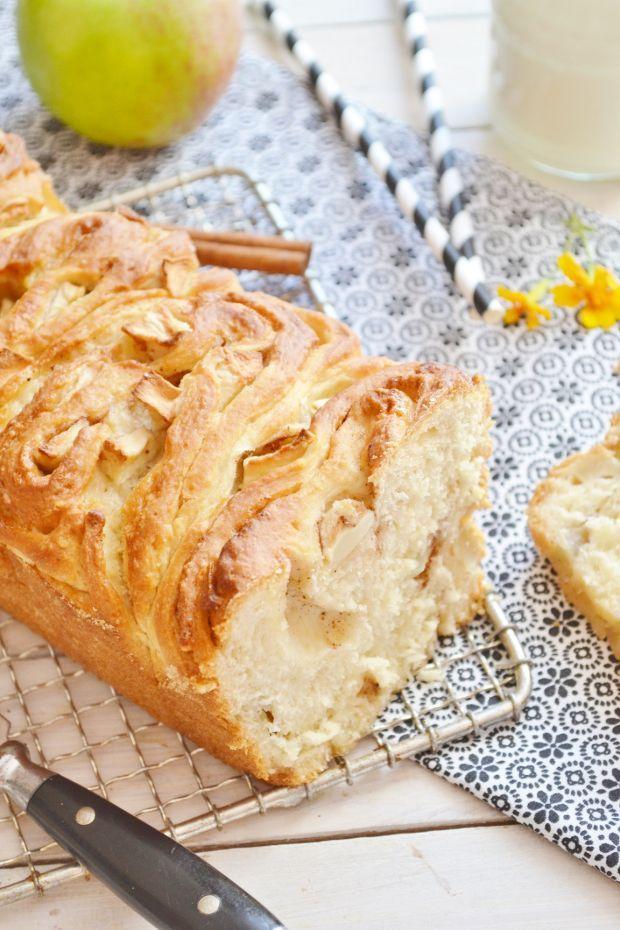 Odrywane drożdżowe ciasto jabłkowo - cynamonowe