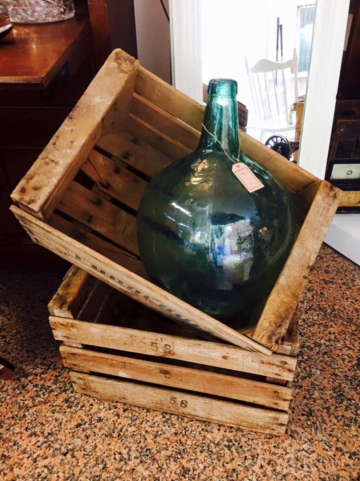 Brocante mueble verde,es el nombre de una tienda en Alicante,España donde tiene todo tipo de cosas de segunda mano y si no sabes reciclar o actualizar,...lo hacen por ti,esta bien de precio,tienen pagina en facebook,por si quereis echar un vistazo <3<3