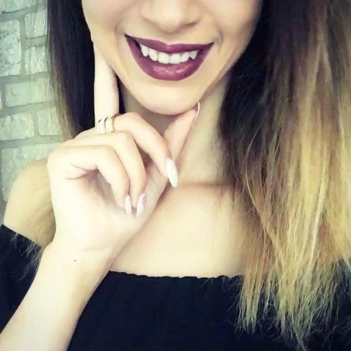 Coucou les filles �� Voilà comme je vous l'avais promis, le petit crayon à lèvres que j'ai reçu dans mon colis, c'est de la marque de maquillage professionnel MAC, la teinte velvet teen �� je l'aime beaucoup, je trouve que la couleur est jolie, il tient très bien et il ne marque pas les copines ou les chéris quand on leur fait des bisous �� C'est le top du top ! Donnez moi votre avis ��#girltime #makeup #makeupaddict #makeuplover #maccosmetics #mac #maccosmeticsfrance #velvetteen #lipstick…