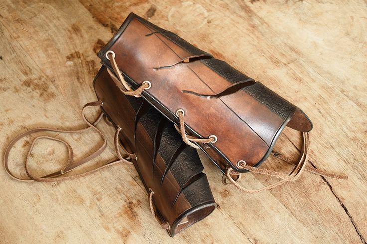 "Brassard en cuir ""chasseur de dragon"" canons d'avant bras. : Bracelet par yggdrasill"