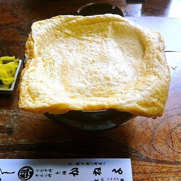 京都のB級グルメはハイレベルなものばかり!「B級」と呼ぶのが申し訳なくなるほどの名店ぞろいです。このまとめでは京都に住む方たちも何度も通う、絶品B級グルメのお店を厳選してご紹介します!京都ラーメンやうどんの名店、「壹銭洋食」や「しみだれ豚饅」など、幅広いジャンルからお伝えします! 目次 1.壹銭洋食(いちせんようしょく)の「壹銭洋食」 2.山元麺蔵の「土ごぼう天ざるうどん」 3.かねよの「きんし丼」 4.かね井の「粗びきそば」 5.本家 第一旭の「ラーメン」 6.膳處漢ぽっちりの「しみだれ豚饅」 7.ロンドンヤの「ロンドン焼き」 8.一文字屋和助の「あぶり餅」 9.ヤオイソの「フルーツサンド」 10.茶寮都路里 祇園本店の「特選都路里パフェ」 京都のB級グルメを堪能しよう♡ 1.壹銭洋食(いちせんようしょく)の「壹銭洋食」 お好み焼きの元祖!祇園で愛される懐かしの味 出典: http://miil.me/p/5y8vx 「壹錢洋食」とはお好み焼きの元祖にあたるグルメです!大正から昭和の...
