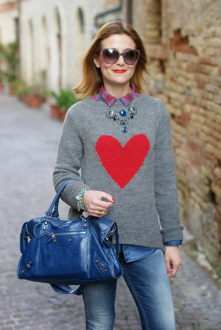 By Paprika heart sweater, Balenciaga City cobalt blue, maglione cuore rosso, Fashion and Cookies, fashion blogger