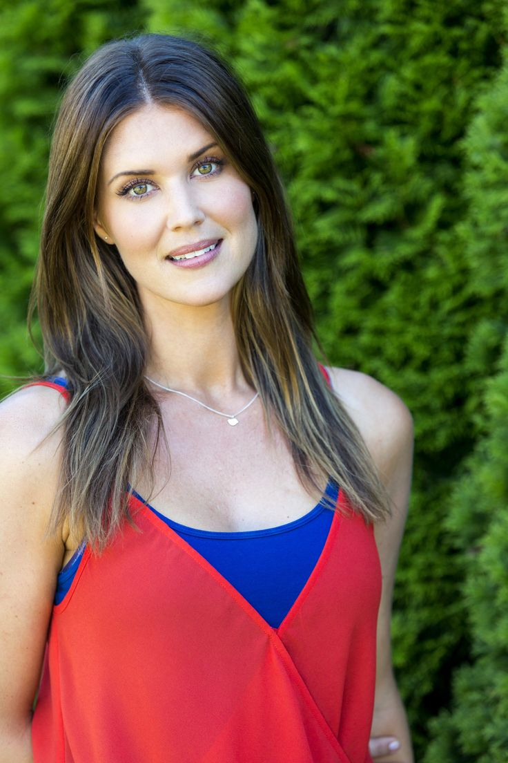 Showbiz Analysis with 'Chuck' Star Sarah Lancaster