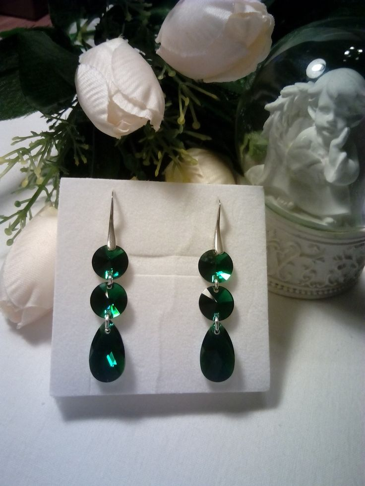 Silver and emerald Swarovski crystals earrings.