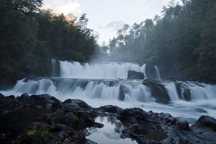 Salto de la Leona en el rio Fuy, Huilo Huilo Victor Mira