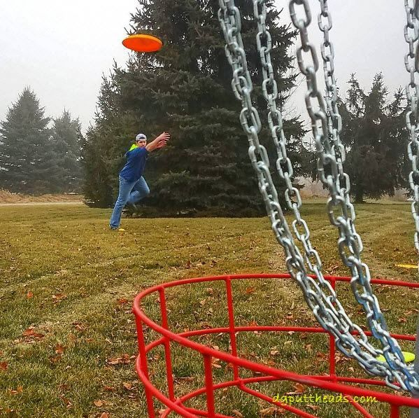 Disc Golf Putting Tips - tips and advice on the essentials of disc golf putting and links to more in depth resources