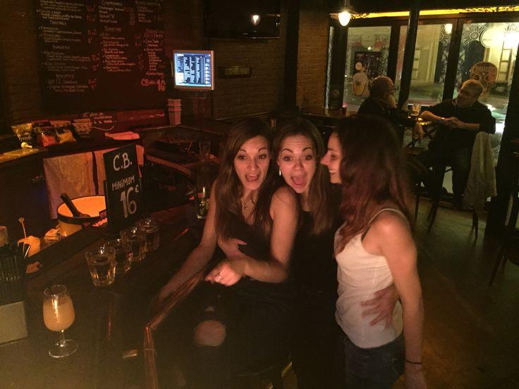 St-Georges Tavern Friends Trip Paris Drink Oups