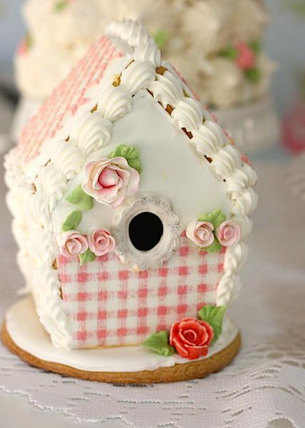 Bird-house | Cookie Connection. ||  ♡ OH MY...THIS IS BEAUTIFUL!!!  I WOULD LOVE TO MAKE A REAL ONE, AND PAINT IT EXACTLY LIKE THEY HAVE DONE ON THE COOKIE.  ADD SOME BEAUTIFUL CLAY ROSES, AND VOILÀ...SOMETHING BEAUTIFUL THAT I WILL HAVE  FOREVER!  ♥A