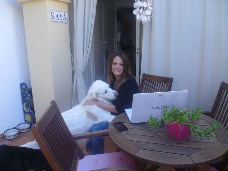 Una de las grandiosidades de trabajar online es poder disfrutar de la compañía de mis peques.  ¡Adoro los descansos con mimos!