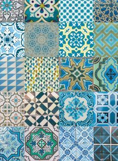 Azulejos em tons de azul e verde