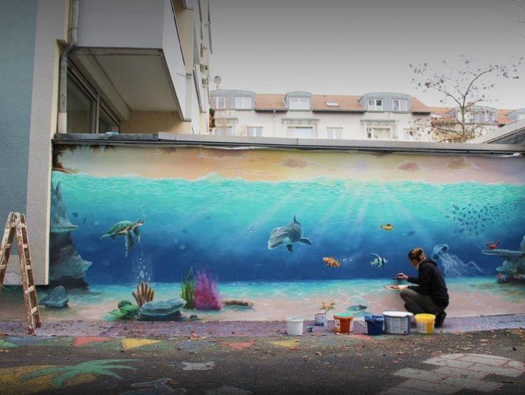 Junior Florian bemalte im Hof eine Mauer mit einer faszinierenden Unterwasserwelt und die Kinder drückten sich an den Fensterscheiben die Nasen platt, um zuzusehen und gaaanz nah …