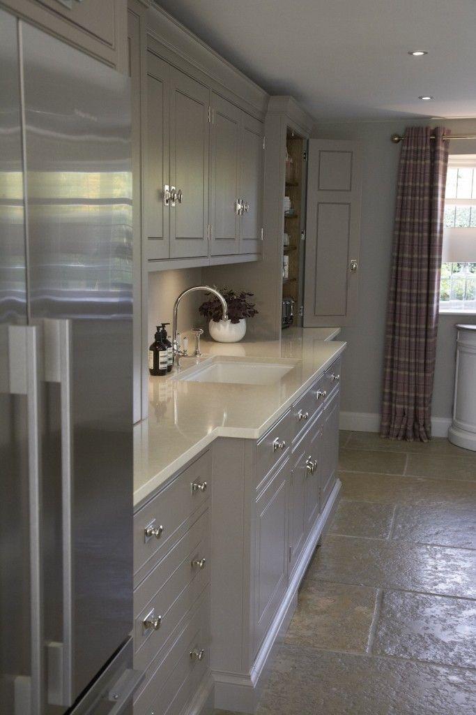 Luxury Bespoke Kitchen, Harpenden, Herts | Humphrey Munson #humpreymunson #handpainted #bespokedesign #islandseating #kitchen #inspiration #ideas #bespoke #luxury #worktop #butlersink