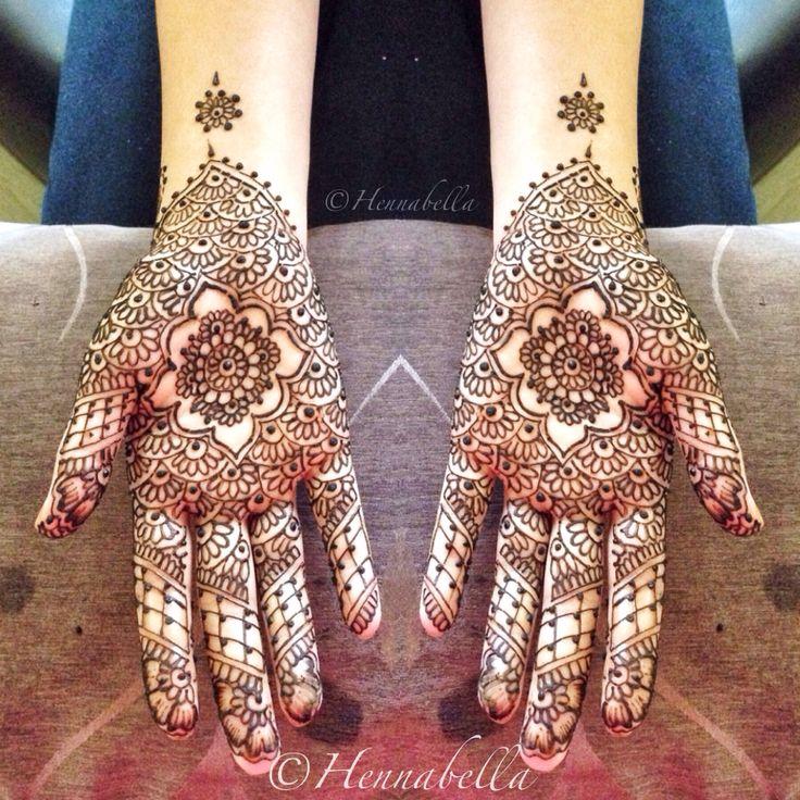 Intricate Moroccan Henna Design. <3